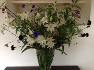 Summer-mainly-white-vase