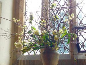 church-wedding-flowers-spring